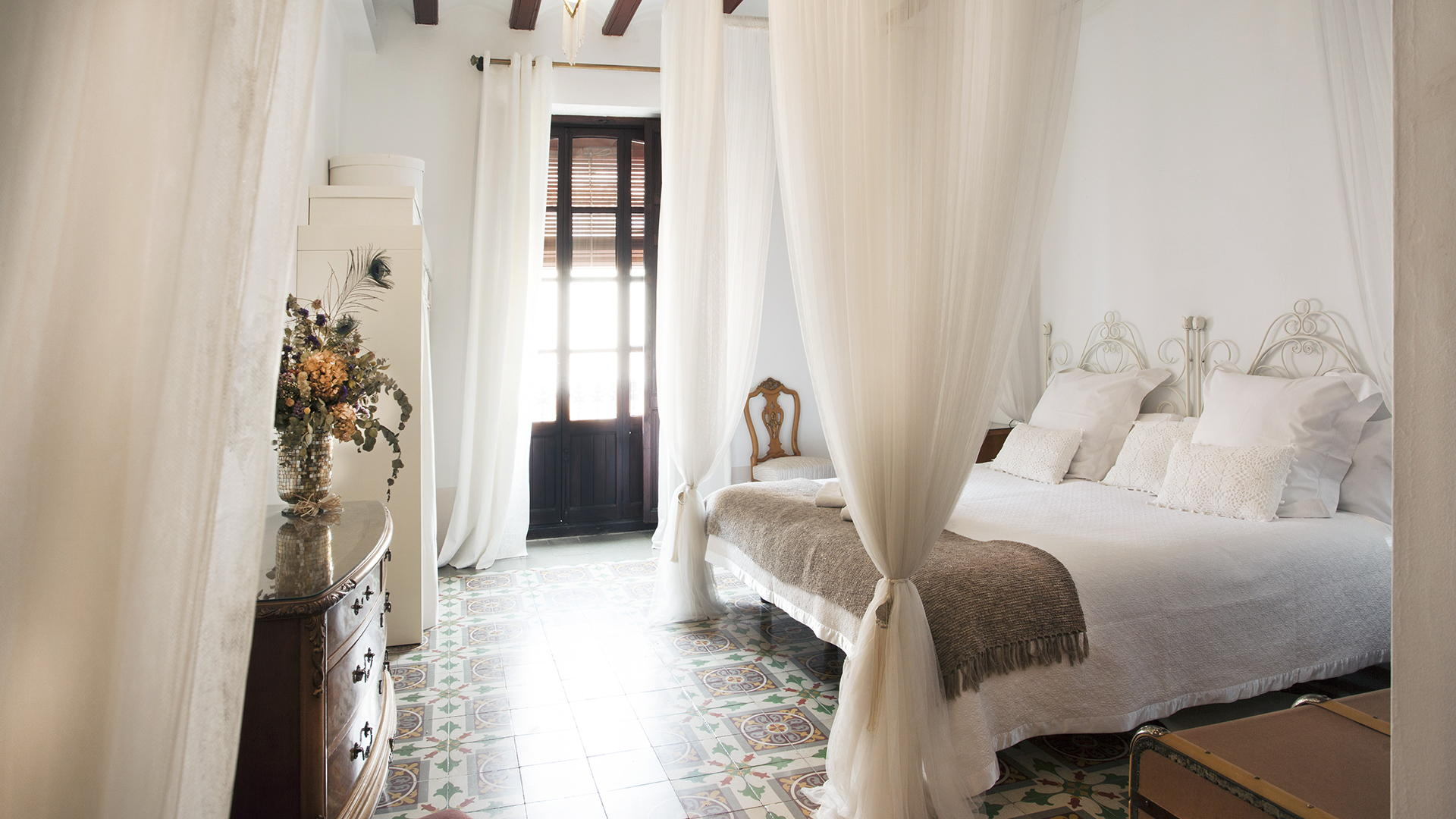 Casa Arizo - Suite Modernista (casaarizo.com)